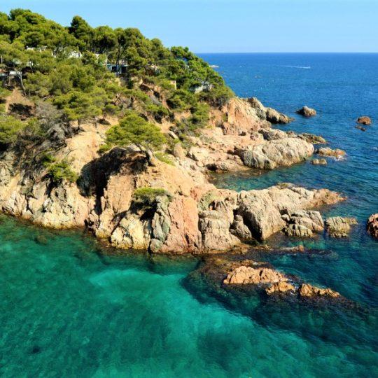 Camí de Ronda Platja Castell – Cap Roig: a stunning coastal footpath