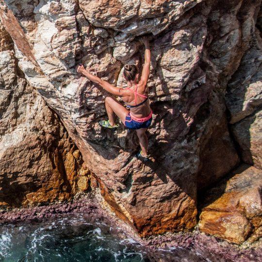 Deep Water Soloing in Costa Brava – Psicobloc Cova d'en Cateure