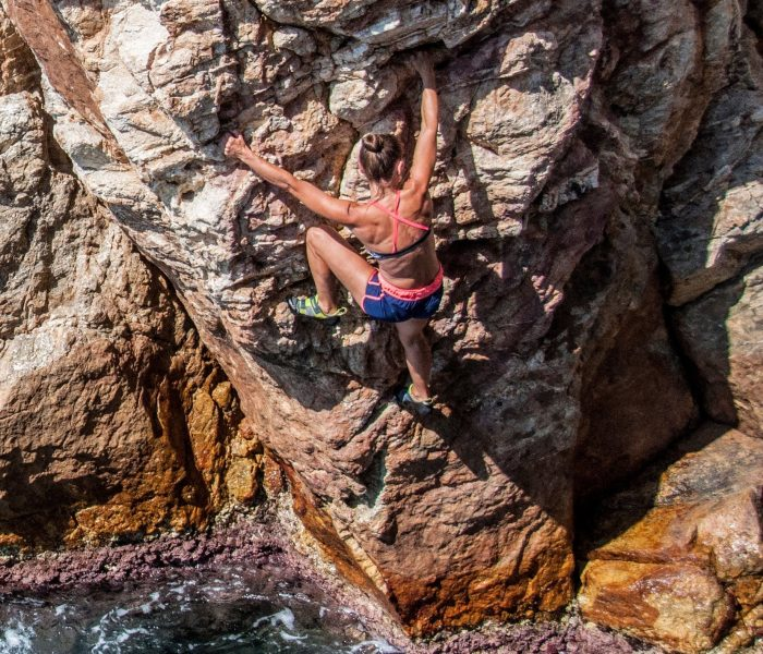 Deep Water Soloing in Costa Brava – Psicobloc Cova d'en Cateure